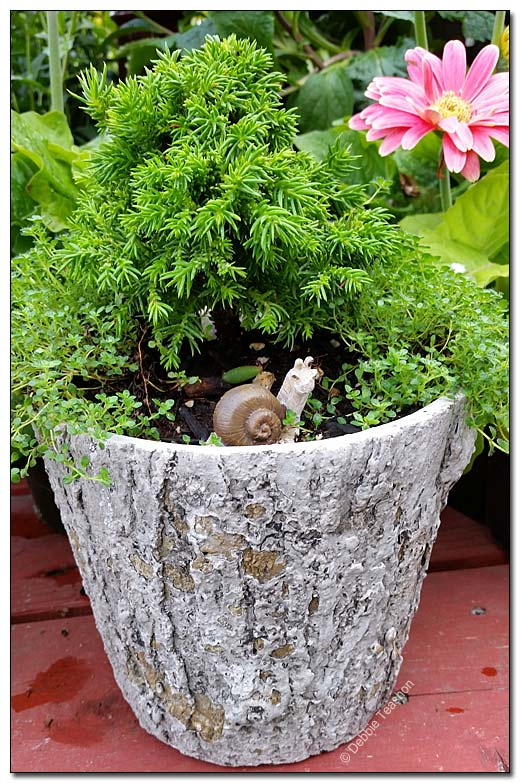 Log-like planter